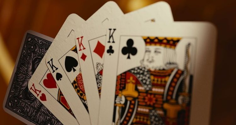How to play casino card game to succeed and hit the jackpot