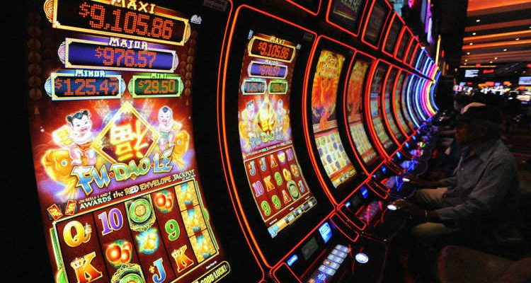 How to play casino slot machines to win big real money or even a jackpot